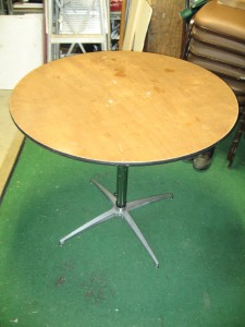 Table 36inR adjustable height 30in 42in